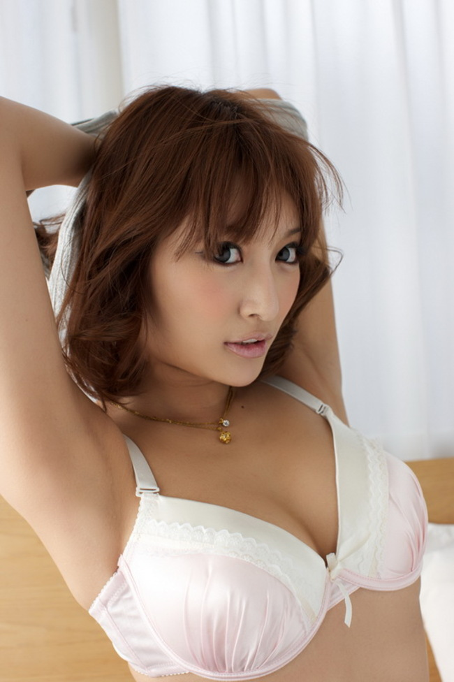 Asuka Kirara Hot Japanese Beauty In Bed 05