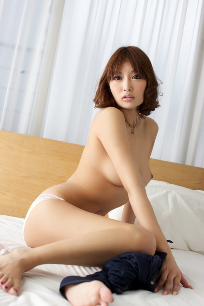 Asuka Kirara Hot Japanese Beauty In Bed 11