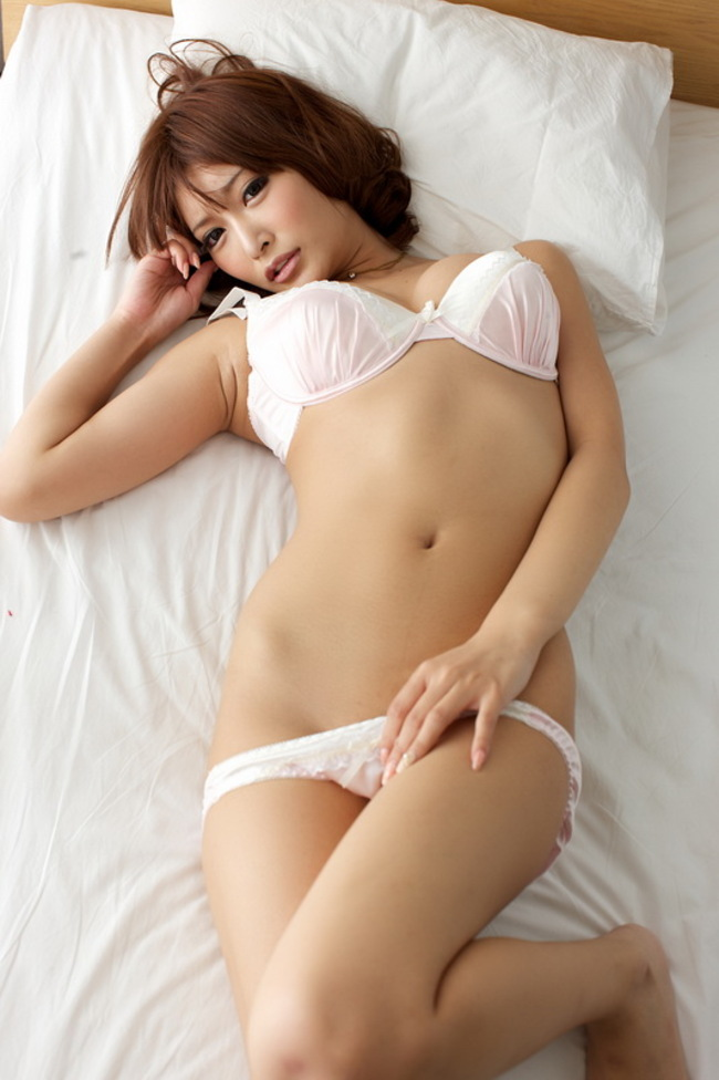 Asuka Kirara Hot Japanese Beauty In Bed 14