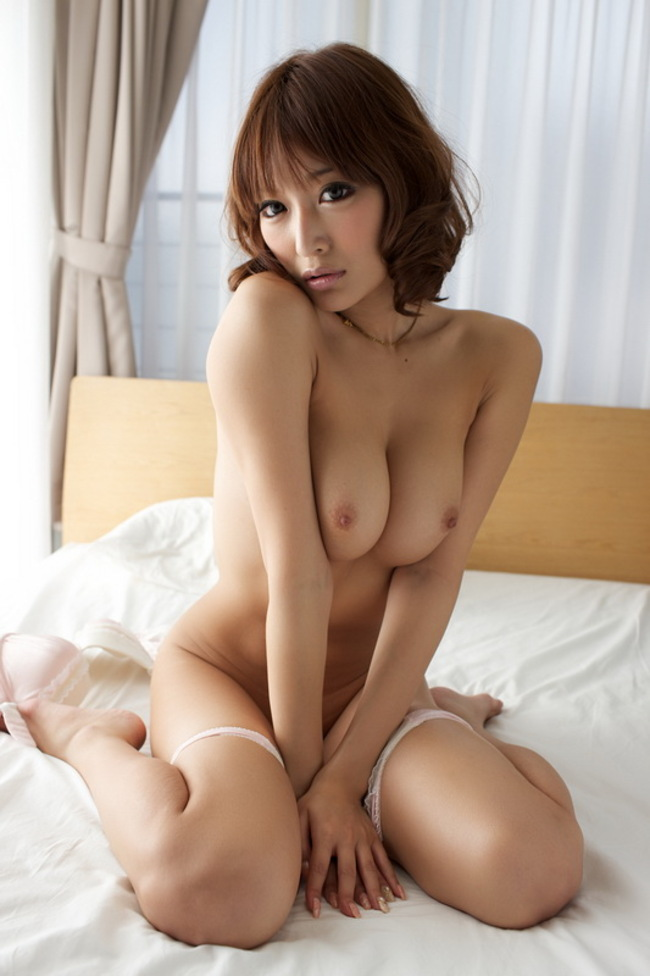 Asuka Kirara Hot Japanese Beauty In Bed 15